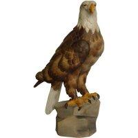 Adler aufrecht in linde