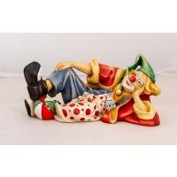 Clown John, liegend